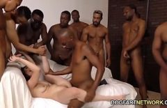 Casey Calvert fututa de un grup de negri