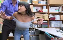 Bruneta sexi fututa maxim in depozitul unui curierat din milano de catre director