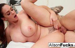 Alison Tyler umpluta de sperma pe tate