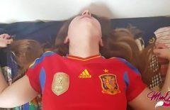 O spaniola se fute in tricoul echipei de fotbal