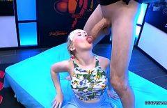 Blonda sexi ia pula in pizda cu ejaculare faciala maxima