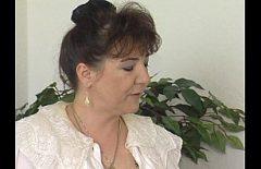 Film porno dur cu mamica de 60 de ani si fiul ei nebun