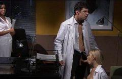 Un doctor fute doua asistente bune rau de pula