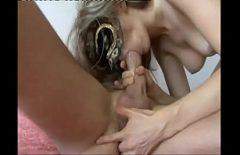 Blonda cu masca fututa agresiv in cur de un sado-masochist
