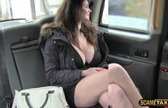 Taximetristul futacios o fute adanc pe tania in pizda