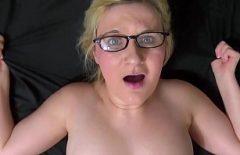 Femeia de 30 de ani beleste ochi maxim la barbatul ei tanar cu pula groasa