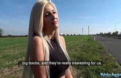 Blonda cu tatele mari suge pula si se fute pe autostrada