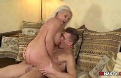 Film porno fantastic cu o pizda ce calareste o pula mare