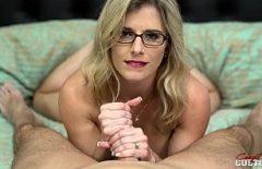 Ochelarista cu pizda mare se fute la greu cu iubitul ei ala dotat