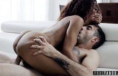 Sex cu negresa ce sta deasupra