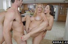 Doua cupluri fac filme porno in camera de hotel