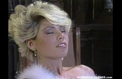 Film porno vechi cu o matura blonda fututa in pizda ei larga