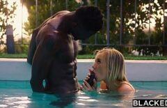 Fututa tare la piscina de un negru futacios cu pula mare